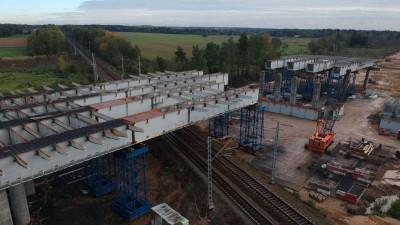 Монтаж пролетного строения путепровода над железной дорогой завершился на Северном обходе Лобни