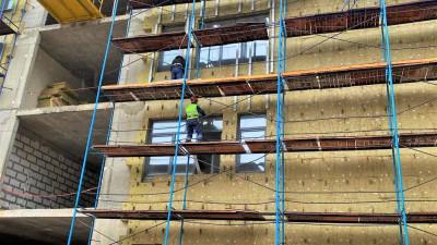Начался монтаж фасадов на пристройке к школе в Пушкине