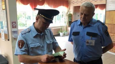 Сотрудники Росгвардии проверили безопасность образовательных учреждений в Подмосковье
