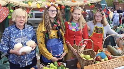 Традиционные ярмарки «Дары Подмосковья» начали работать в Московской области