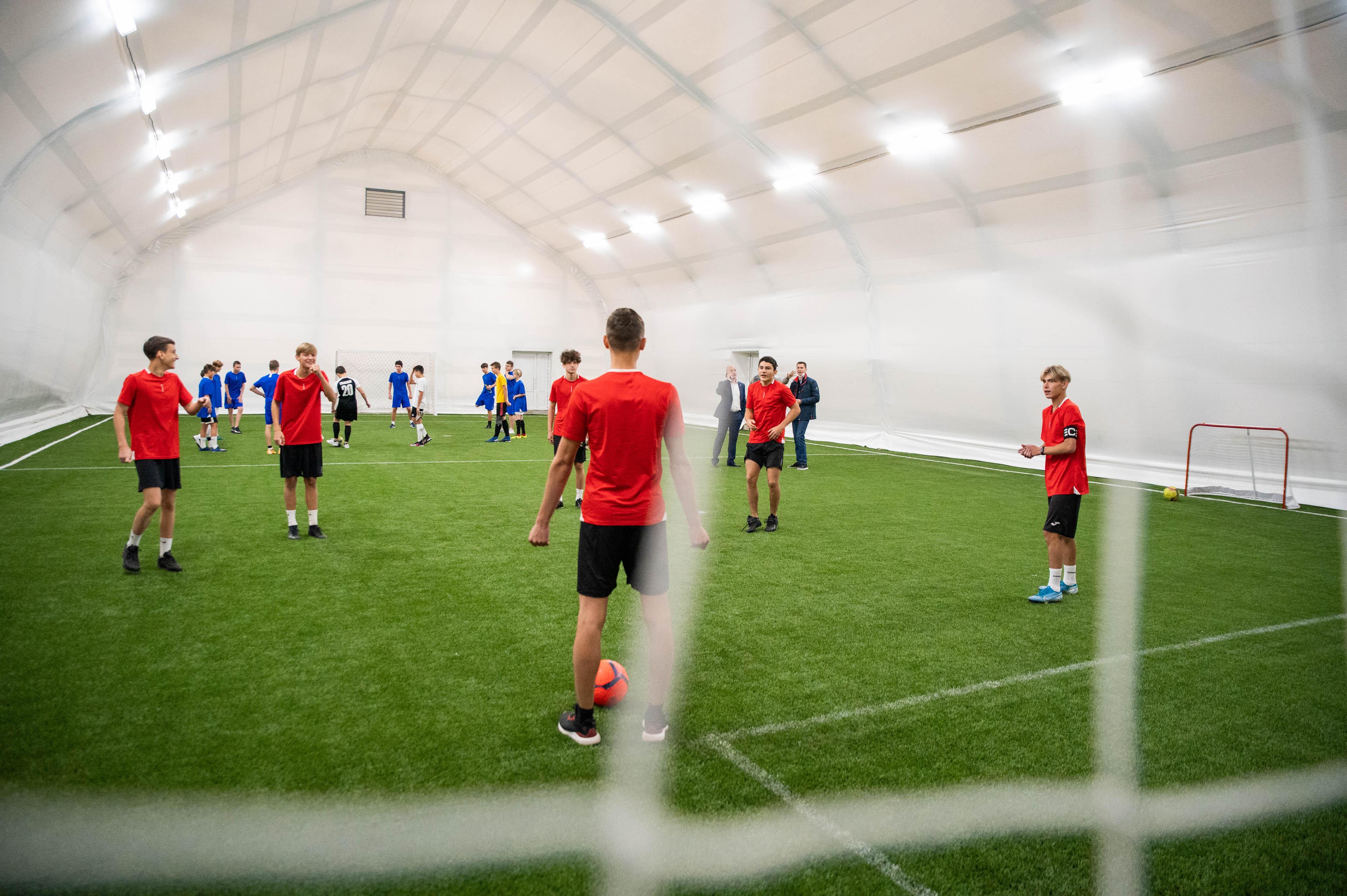 В Люберцах открыли новый футбольный манеж
