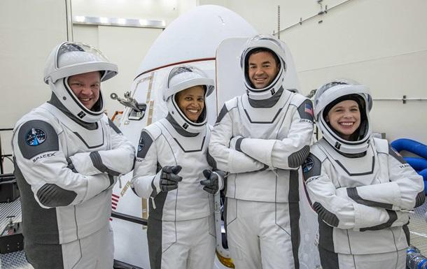 В SpaceX назвали дату старта гражданского Crew Dragon