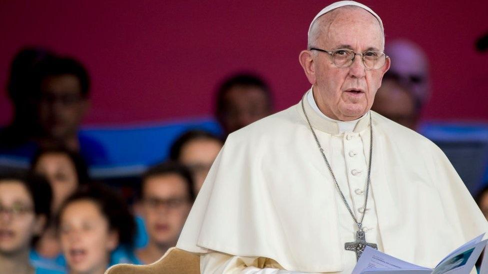 жертв насилия со стороны священников уже 330 000 папа извиняется